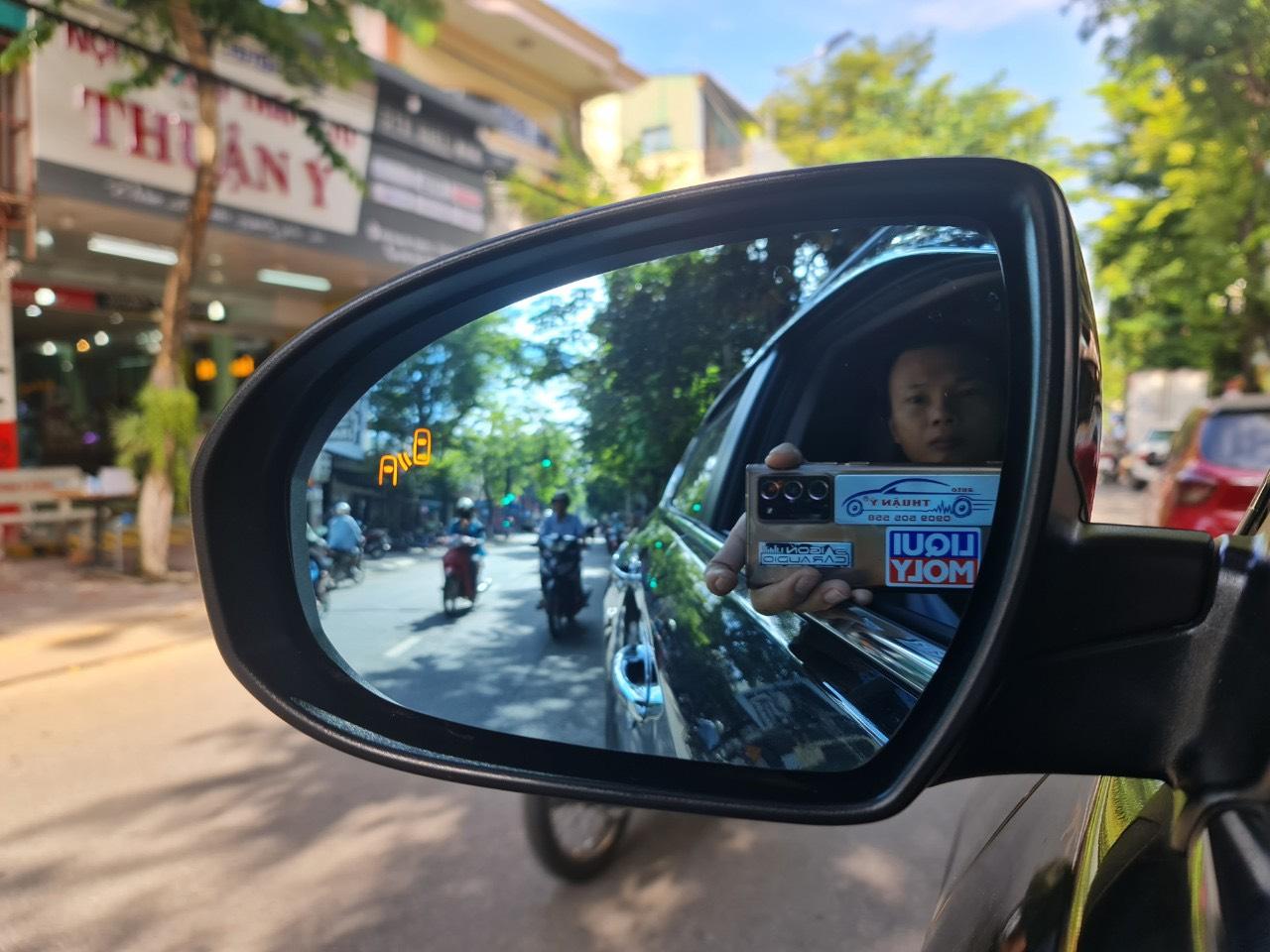 Cánh báo điểm mù tích hợp trên gương