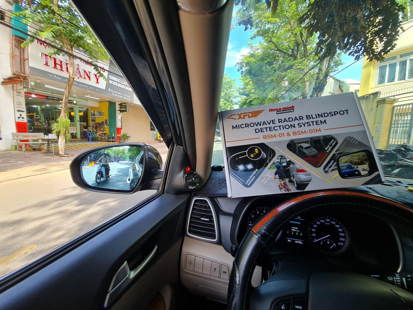 Cảnh báo điểm mù trên xe